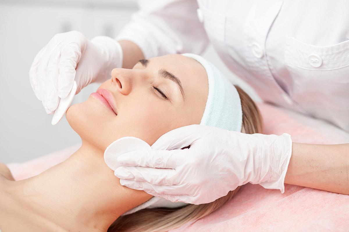 Clinica de Esthetica: Tratamento Limpeza e Hidratação Facial